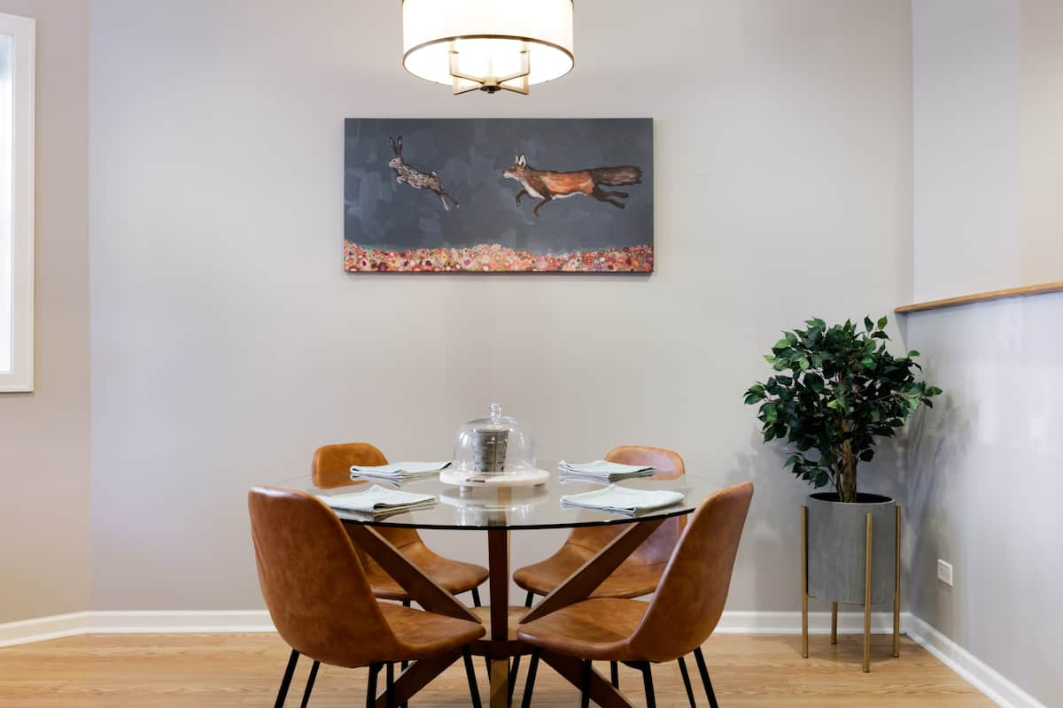 Relax in a Midcentury Two Bedroom Condominium in Wrigleyville