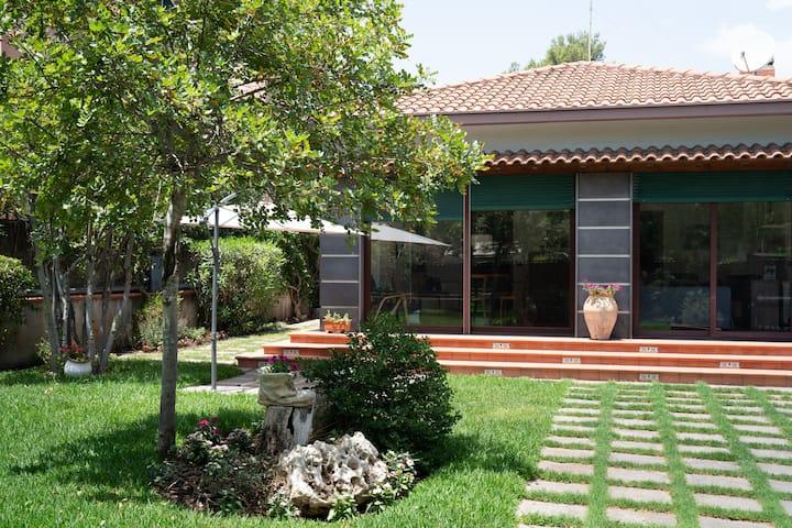 """""""La casa di Masina"""" - A surrounded garden Villa"""