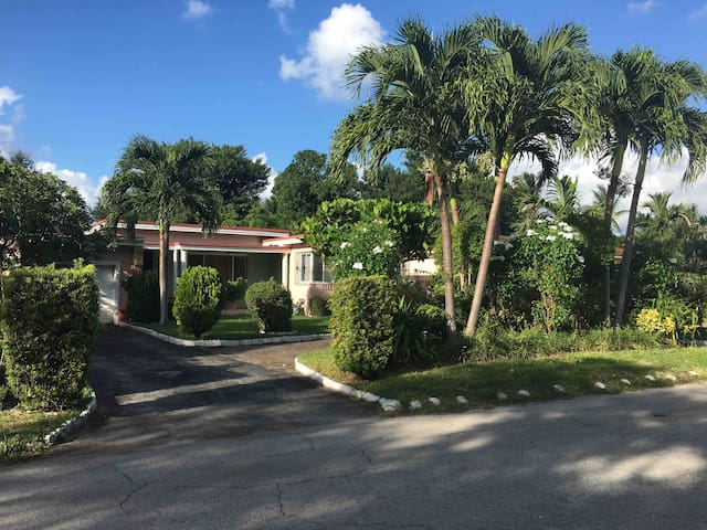 Miami Home 14 minutes away from Miami Airport.
