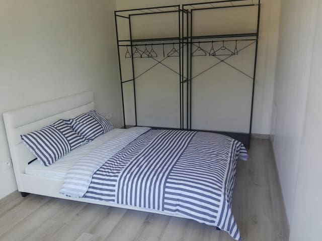 Chambre pour femme uniquement/ Room for Woman only