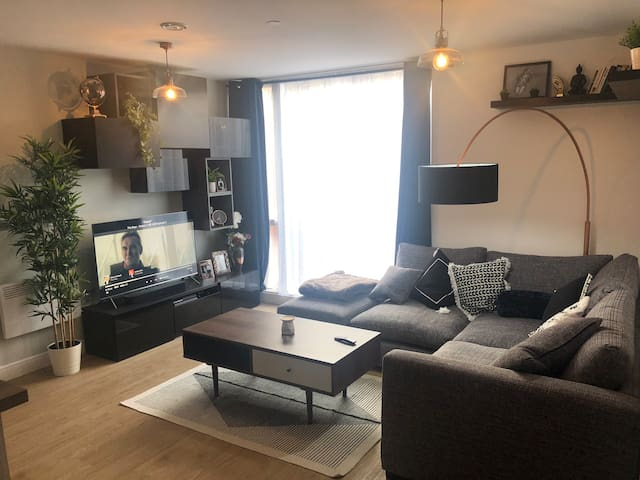 Room in new, modern flat with ideal location