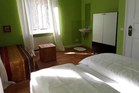 3BED + PARKING close to main station...WiFi - Pirna - 旅舍