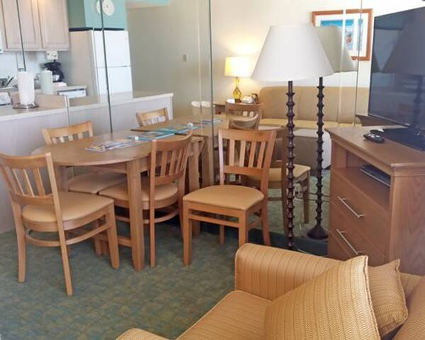 Beach Condo @ Barclay Towers in VA Beach