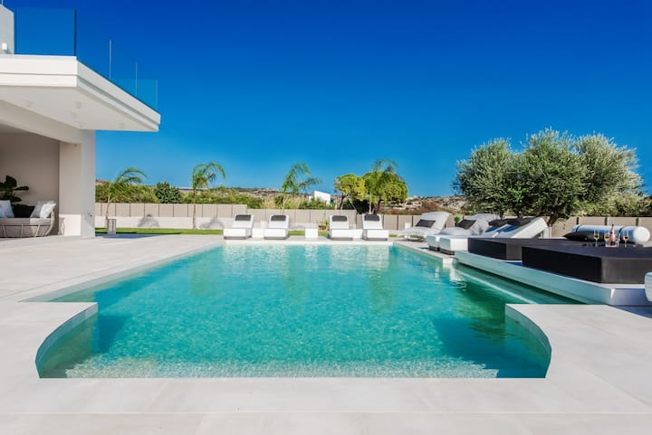 Villa with spa - playroom, 100m from sandy beach
