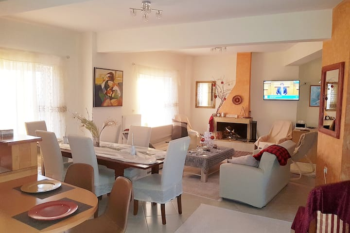 Luxurious maisonette 150sq.m near Kourouta beach