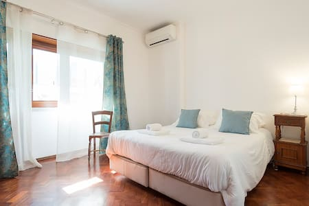 Room 'Jeronimos' with double bed.