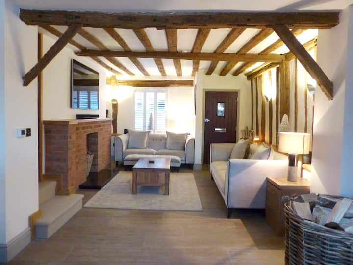Newly Refurbished St. Albans City Centre Cottage