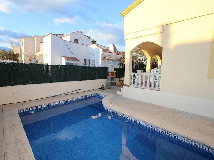 CASA CAMPANILLA,Ideal house for your holidays near the sea, free wifi, air conditioning, private pool, pets allowed, dog's beach.