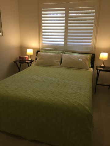 Hervey Bay comfortable QueenBed - Urangan - Hus