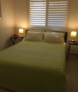 Hervey Bay comfortable QueenBed - Urangan