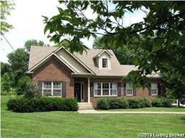 Kentucky Derby Bluegrass Experience - Crestwood - House