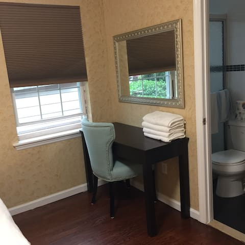 Flushing Master Room w/ Private bathroom