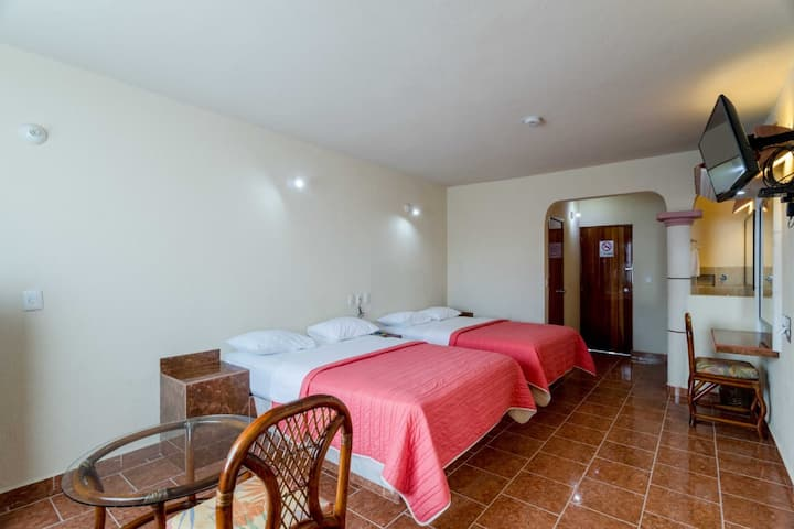 Family Hotel close Cancún's city centre. Parking.