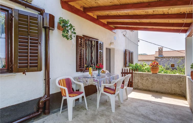 Holiday cottage with 2 bedrooms on 90m² in Filozici