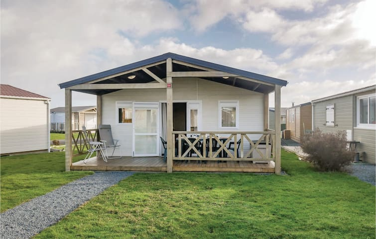 Holiday cottage with 3 bedrooms on 36m² in Grandcamp Maisy