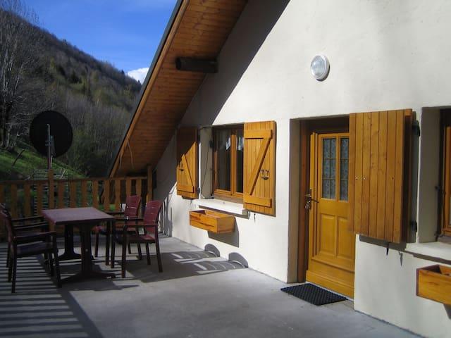 appartement avec jardin et terrasse dans maison - Saint-François-Longchamp - Apartment