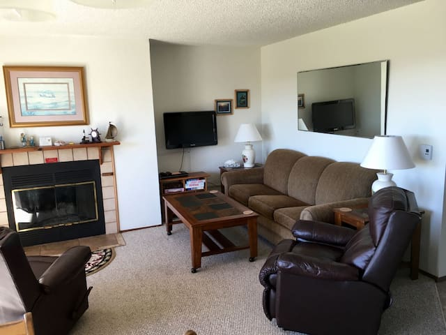 Ocean Beach Resort Condo #4-Ground Level, 1 Bedroom with a View