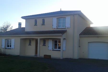 Chambres à proximité du Futuroscope, L 'habit D'OR - Marigny-Brizay - Hus
