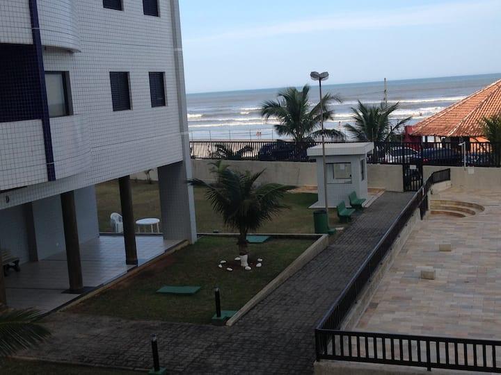 Lindo apartamento pé na areia