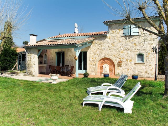 Charming stone house in the idyllic countryside, surrounded by meadows