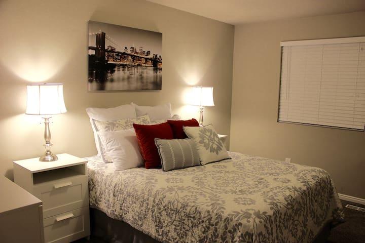 Elegant Private Bedroom in Gated Community - Murray