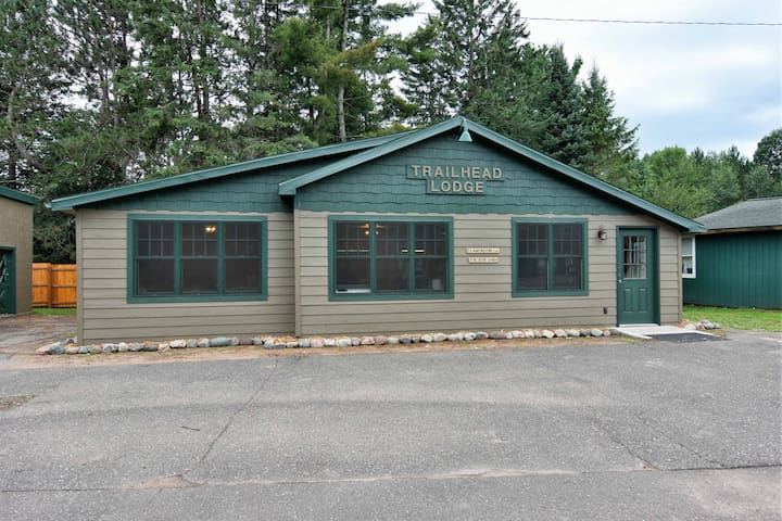 Trailhead Lodge