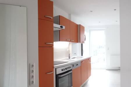 Helles Zimmer mit Bad, Küche und Terrasse - Casa