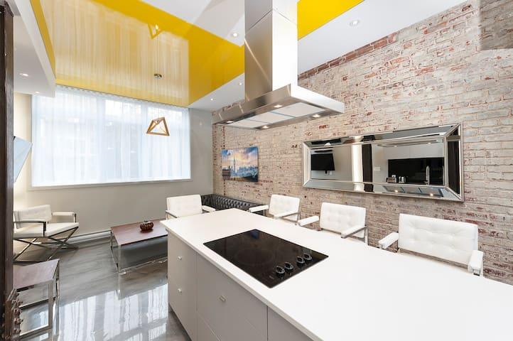 1203 - 1 Bedroom Suite near Place des Arts