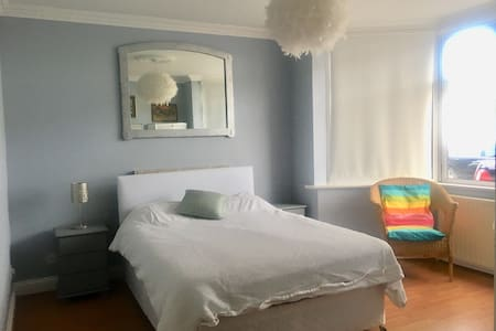 Lovely bright large double bed room