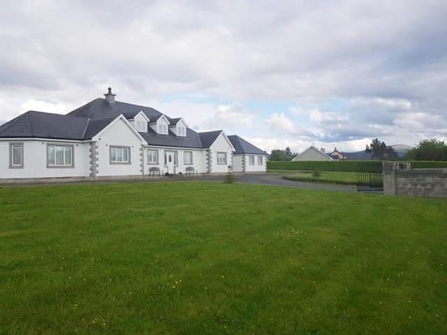 Double Room- White House, Fenagh, Carlow (Sleeps2)