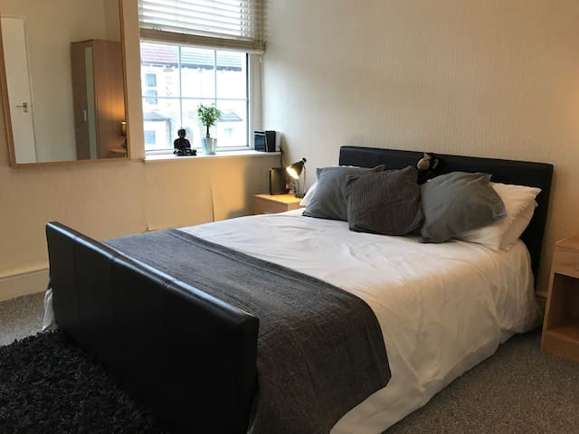 Entire 1 Bed Flat in City Centre - Cardiff - Appartement