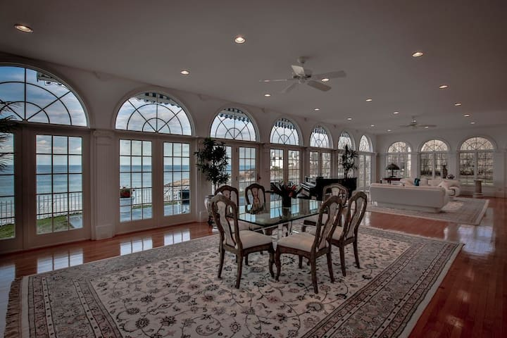 Beachfront home with private beach - Swampscott - Dom