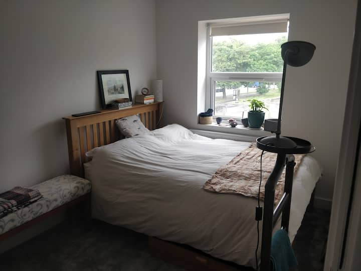 Brand new house 5min bus to centre super comfy bed