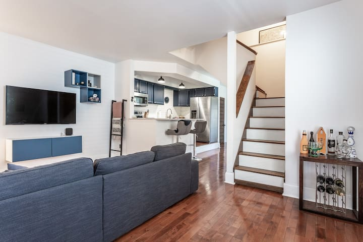 Modern Townhouse Close to Downtown Indy