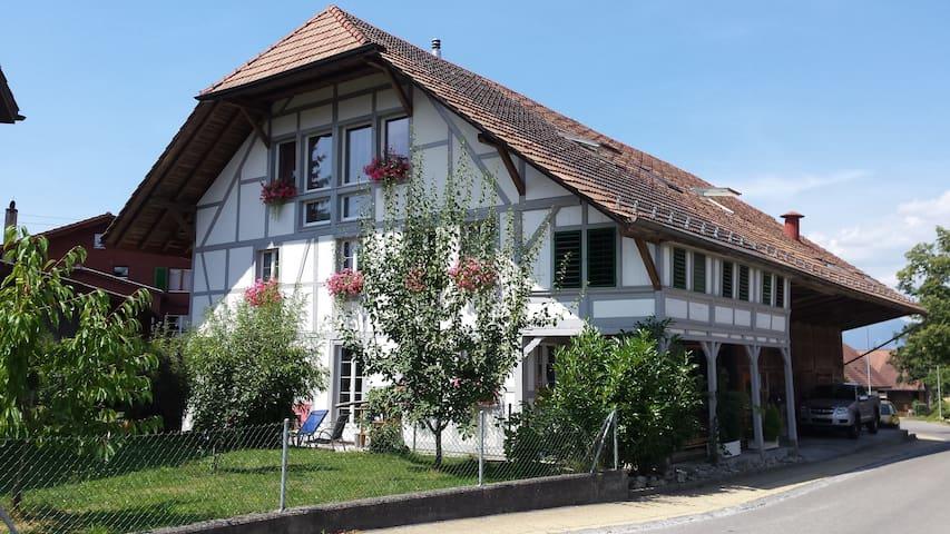 Gemütliches Zimmer in umgebautem Bauernhaus - Wangenried - Bed & Breakfast