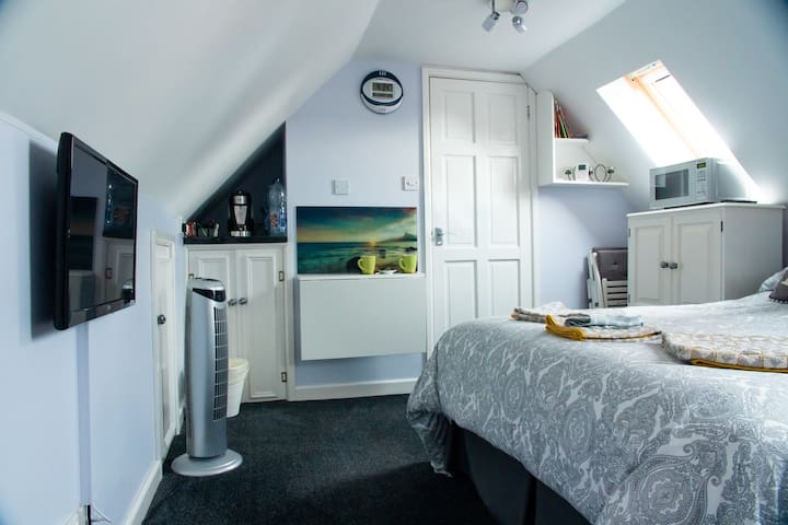 Studio Flat - on Cotswold Way