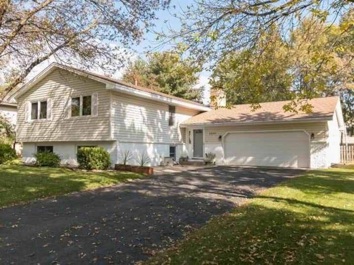 Beautiful full home available in Blaine!