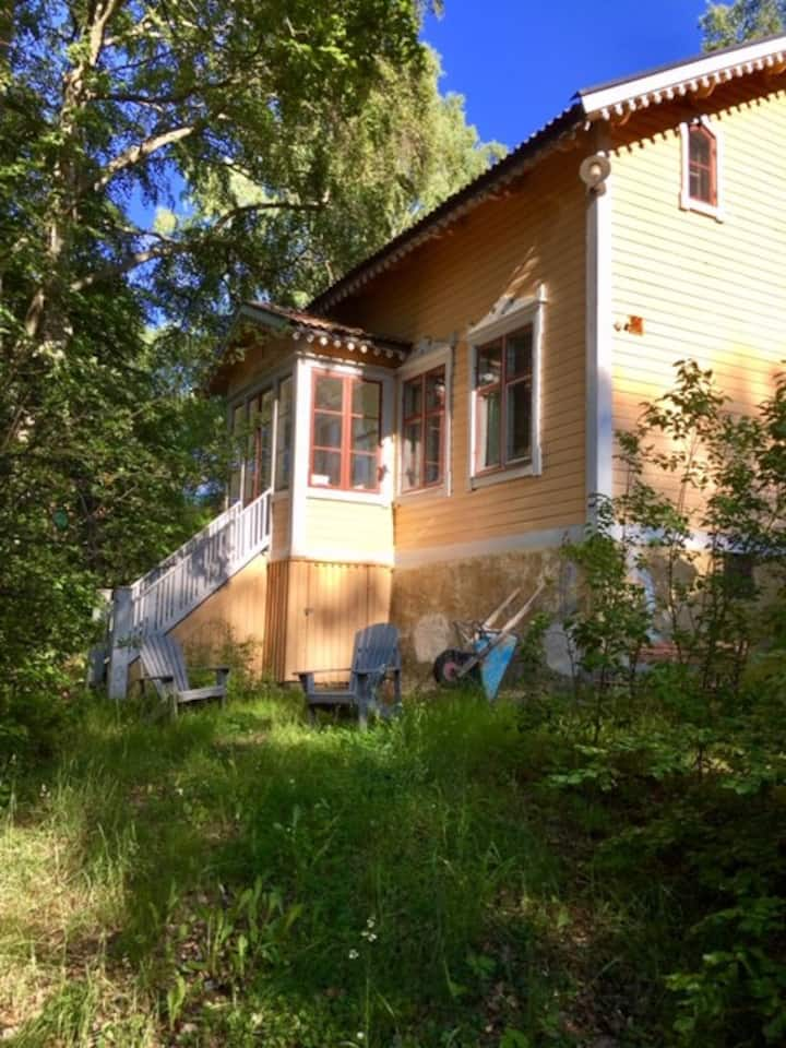 Emmalund – Traditional Country House in the City