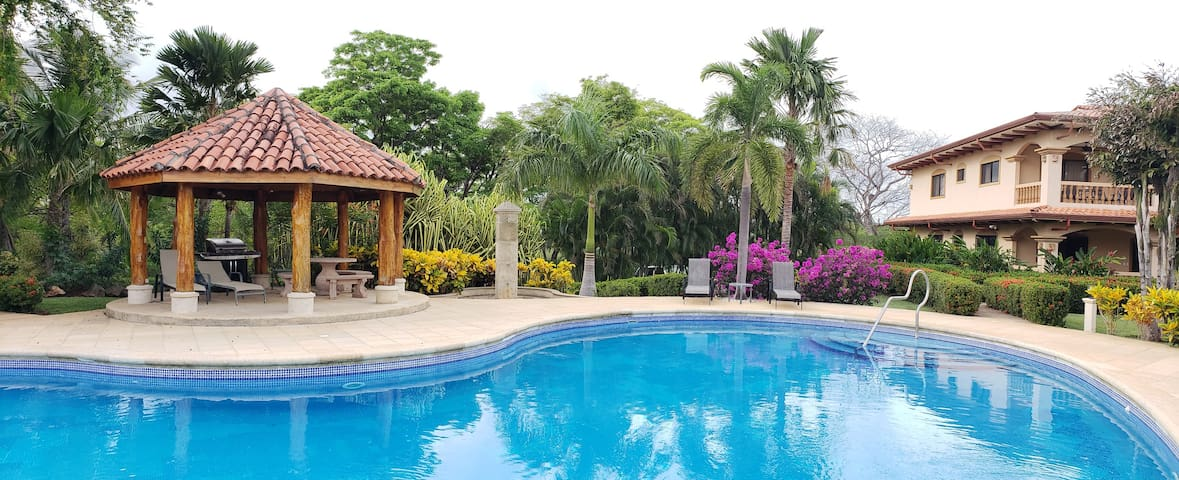 Venado y Congo luxury Condo, very close to beach