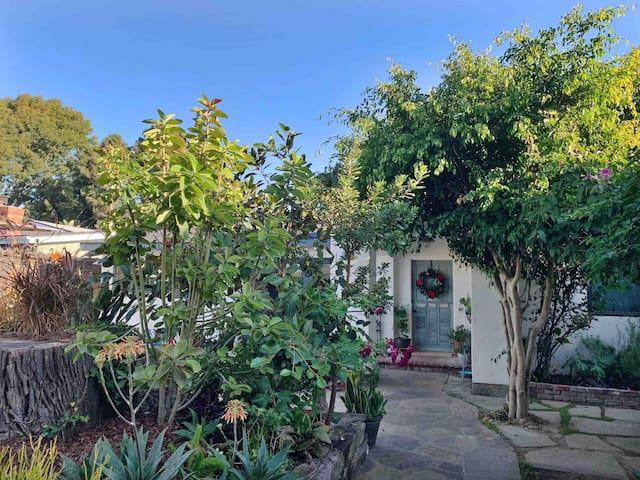 Beautiful 2 BR Oasis - Newport Beach/Costa Mesa