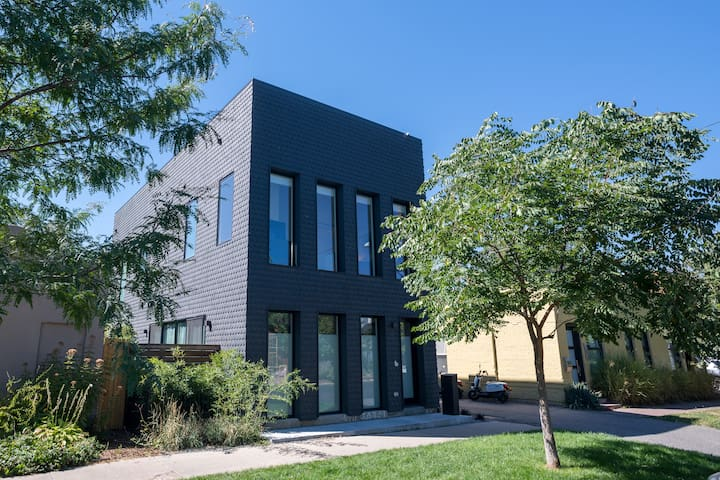 """3-Story Home w/ Private Roof Deck (""""RiNo Raven"""")"""