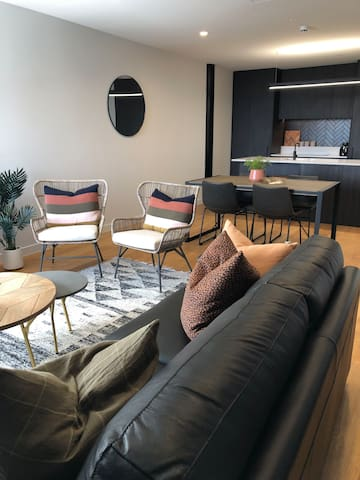 Open plan lounge, dining and kitchen