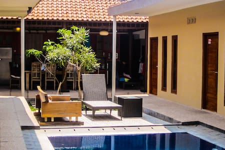 Private rooms in a large house with swimming pool! - Ngaglik - 独立屋