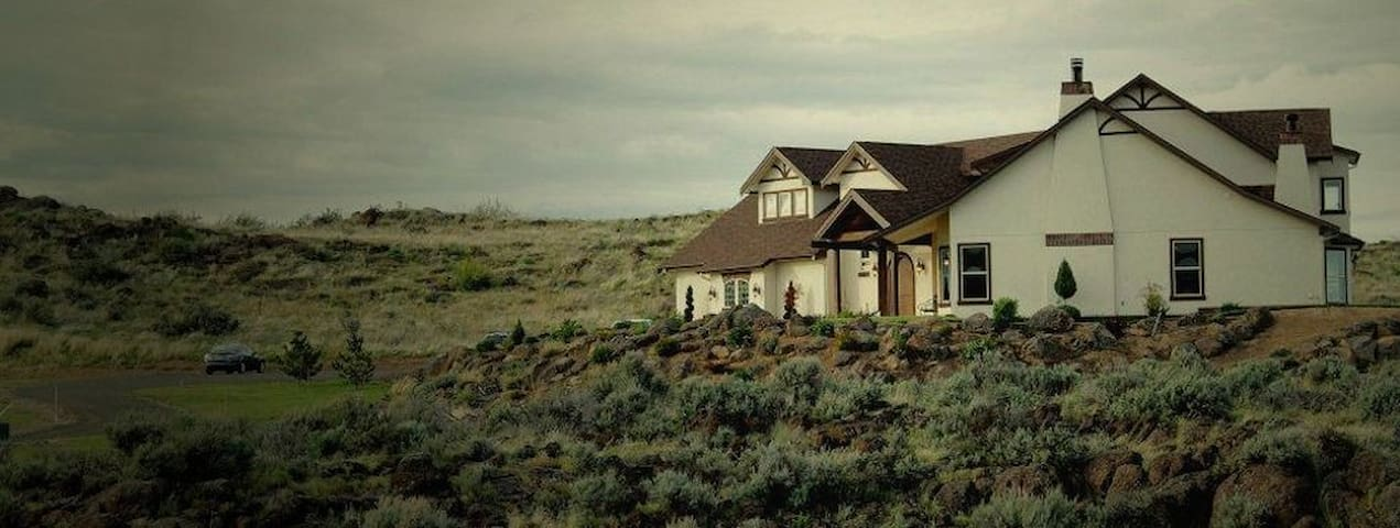 Beautiful Valley View, Queen bed, pvt bath Room #1 - Yakima - House