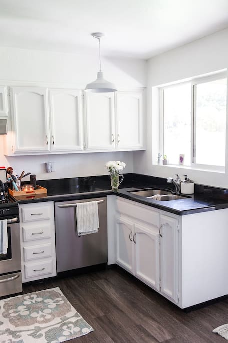 Beautiful and clean Kitchen with all cookware available for your stay and a gas stove.