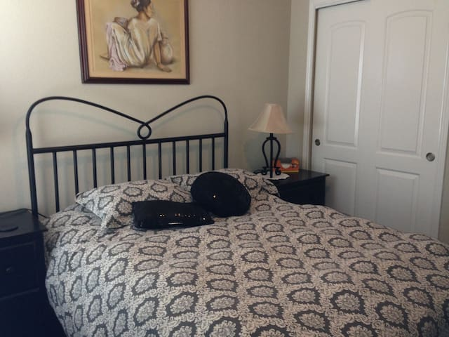 Beautiful Stone Oak Home--Sleeps 4-6, 1 Low Price - San Antonio - Casa