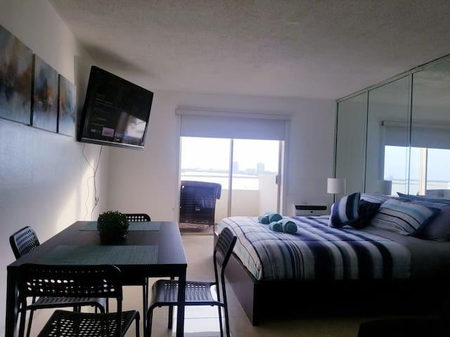 Fantastic views of Miami-King Bed Private Condo!