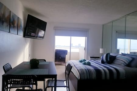 Fantastic views of Miami-King Bed Private Condo!