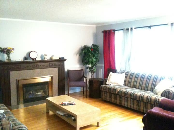 Bright Room with Free Laundry and Close Amenities