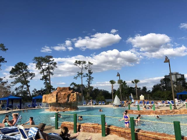 DISNEY WORLD, 3 UNITS FOR 12! POOLS/HOT-TUB/TENNIS